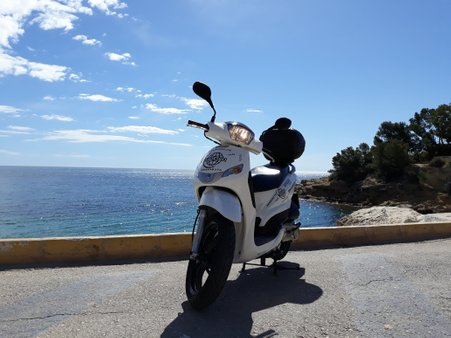 moped hire-rent a scooteralquiler de scooter- scooter rental- rent- alquiler de motos en valencia- alquiler de motos en alicante- alquiler de motos- motocicleta- que hacer en calpe